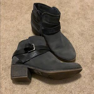 Gray booties with buckle!